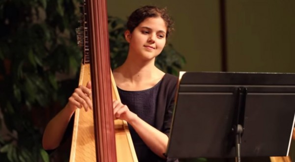 Stephanie-Claussen-playing-Stand-at-my-Watch-on-the-harp