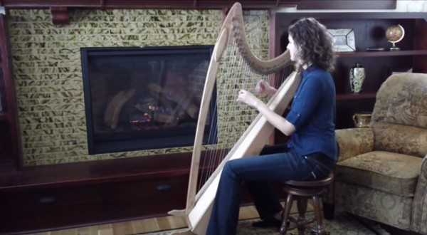 Stephanie-Claussen-playing-Star-of-the-County-Down-on-the-harp